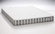 DreamFoam Bedding Ultimate Dreams Twin Crazy Quilt with 7-Inch TriZone Mattress